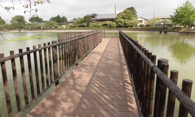 Waterside space type sightseeing deck