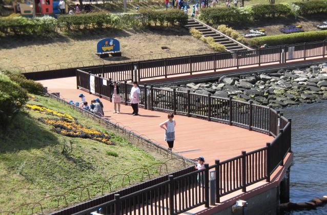 Waterside space type board walk, slope deck