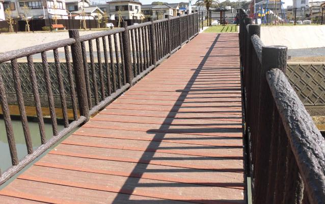 Waterside space type footbridge